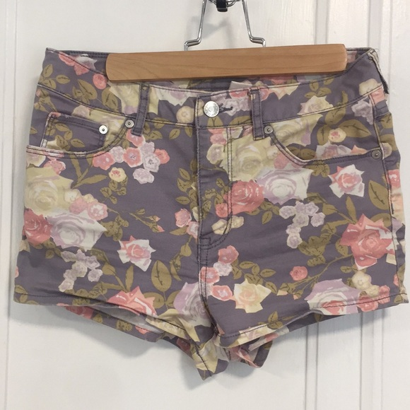H&M Pants - High Waisted Roses Floral Shorts